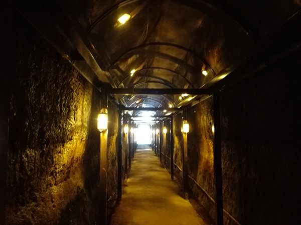 中山隧道内の入り口方面
