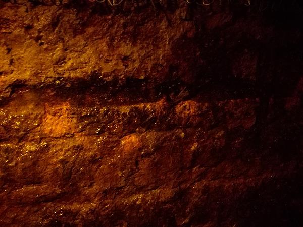 中山隧道の壁