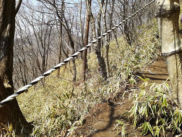 榛名富士登山道にあるロープ