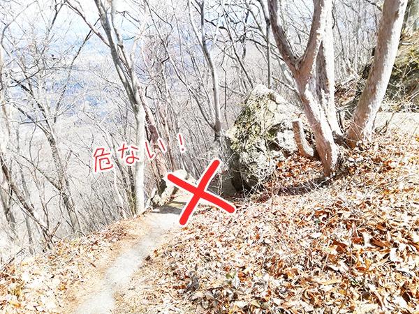 牛伏山山頂の危ない道