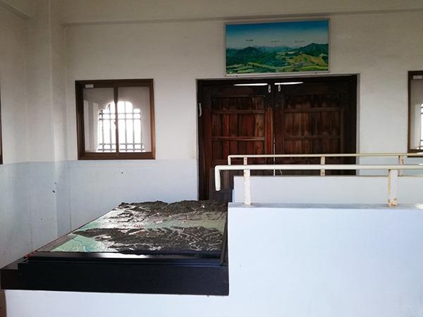 牛伏山展望台3階の部屋の中の風景