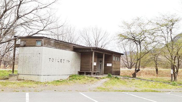 県立榛名公園松之沢グラウンド駐車場内のトイレ