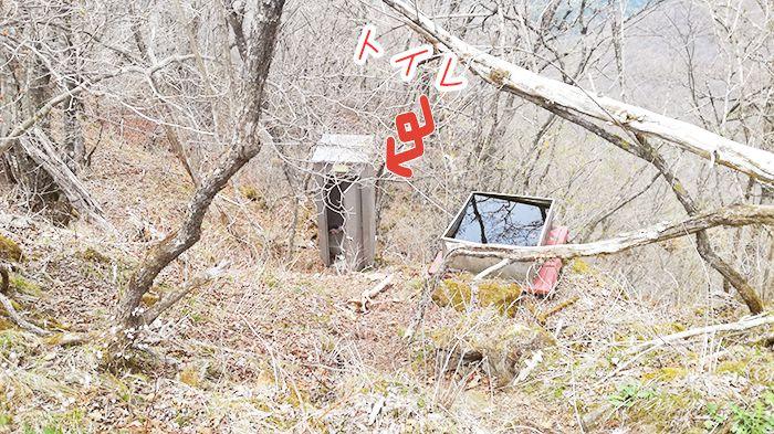相馬山山頂付近にある簡易トイレ
