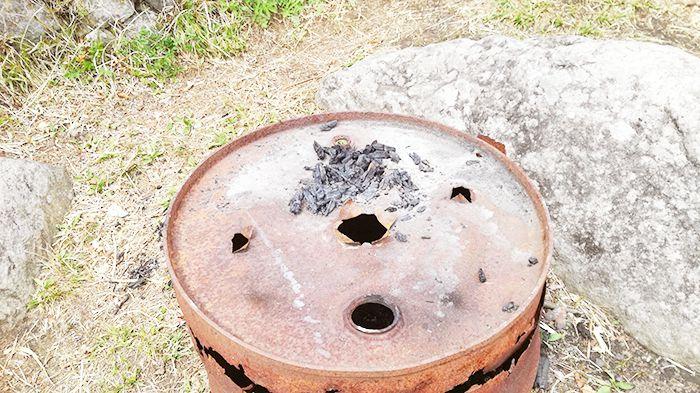相馬山山頂にあるドラム缶
