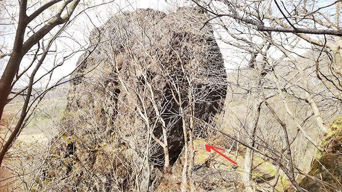 スルス岩へ登る道