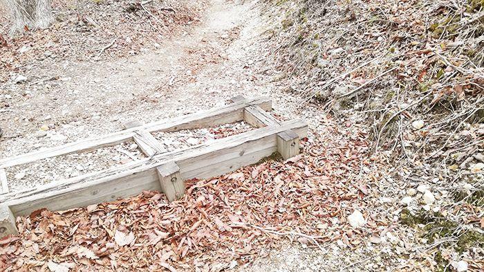 相馬山に向かう道にある木枠
