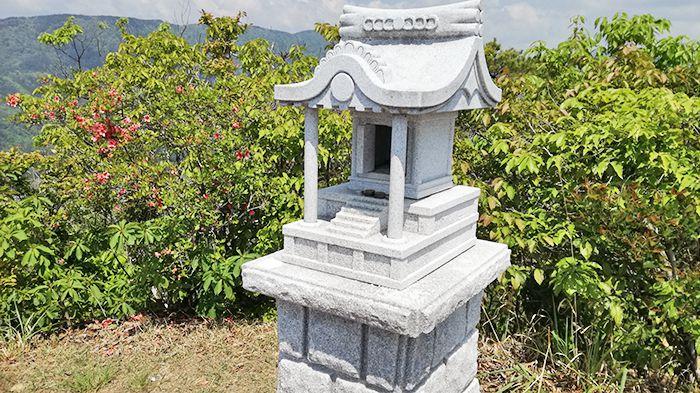 戸神山山頂の祠