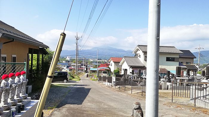 戸神山の清楽寺跡駐車場付近の道
