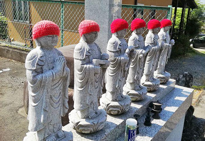 戸神山の清楽寺跡駐車場横のお地蔵さま