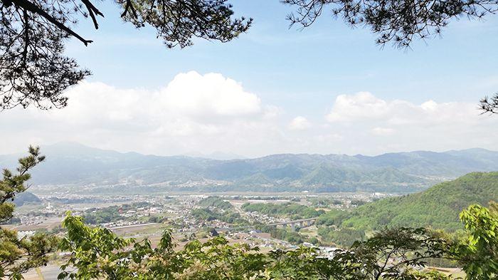 戸神山登山道の鉱山跡ルートからの景色