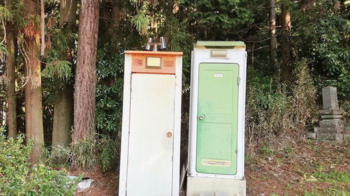 戸神山登山道入り口にあるトイレ