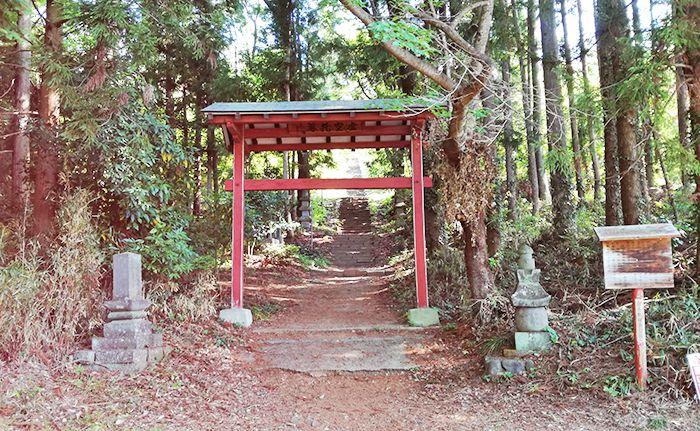 戸神山登山道入り口