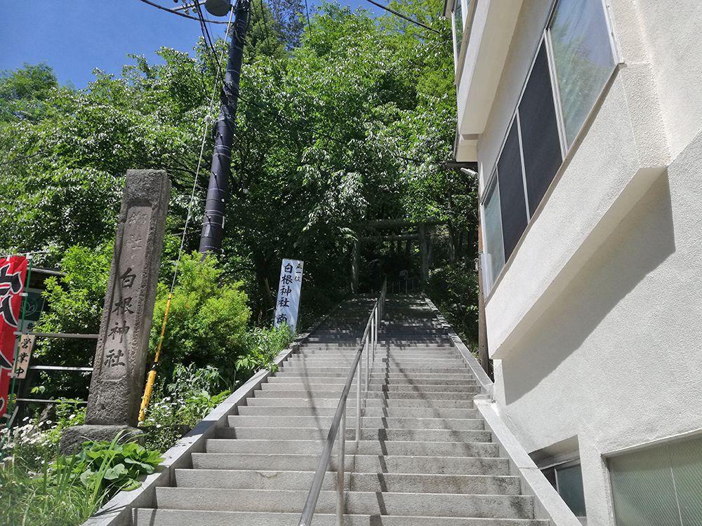 白根神社の石段