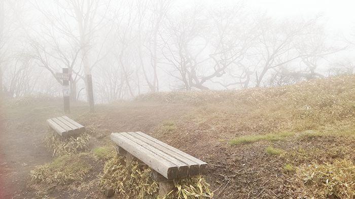駒ヶ岳登山道にあるベンチ