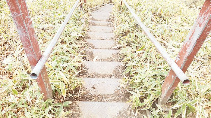 駒ヶ岳登山道の鉄階段