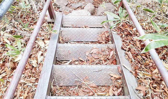 駒ヶ岳登山道にある鉄階段
