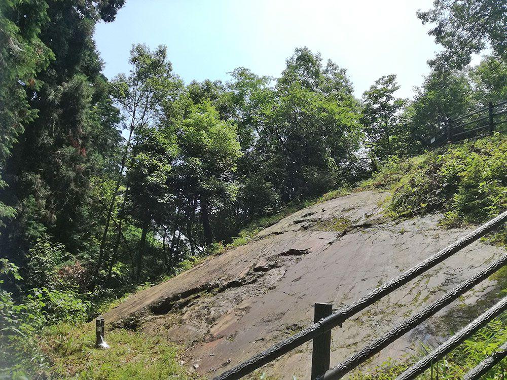 御嶽山の鏡岩