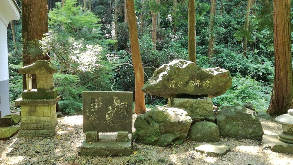 金鑚神社にある石碑