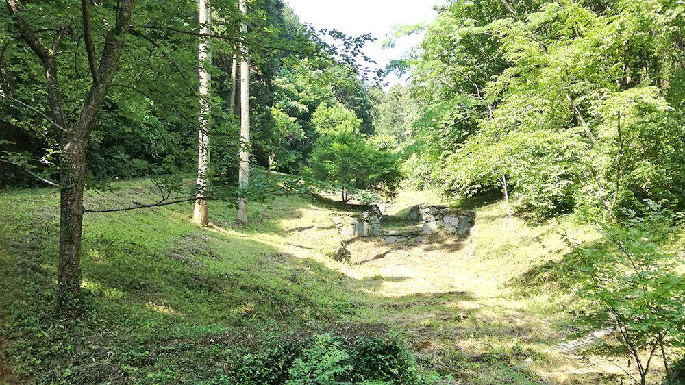 御嶽山ハイキングコースの道の水路