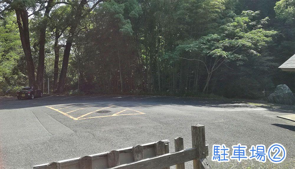 金鑚神社の駐車場