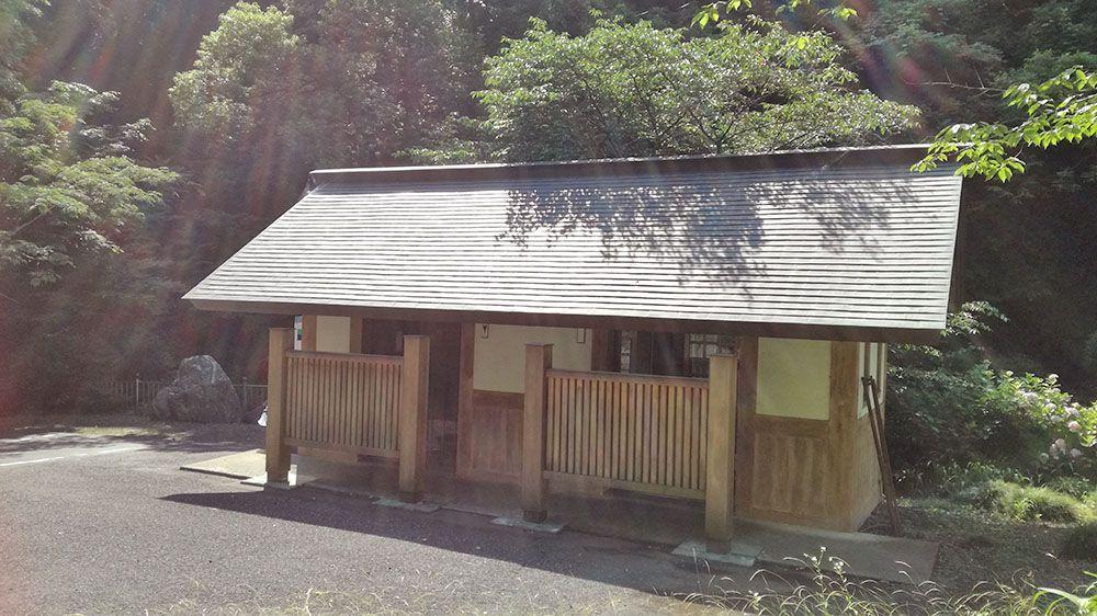 金鑚神社の駐車場トイレ