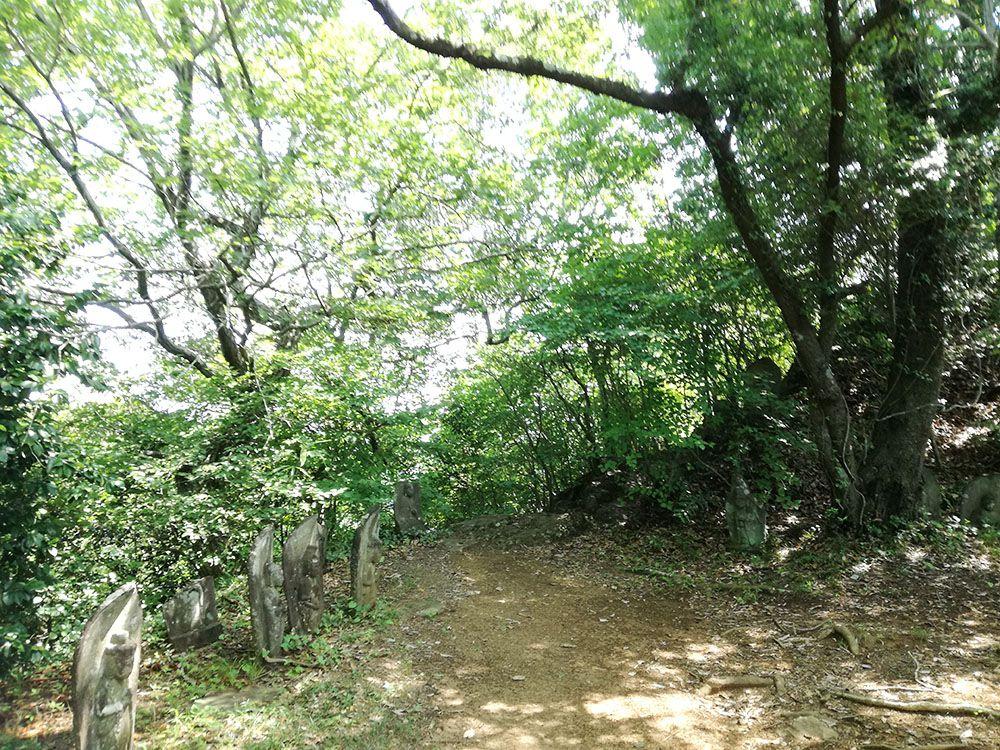 御嶽山 弁慶穴への道