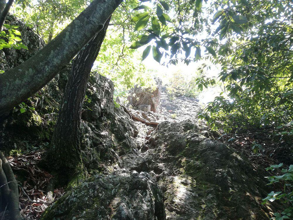 御嶽山の展望台への道