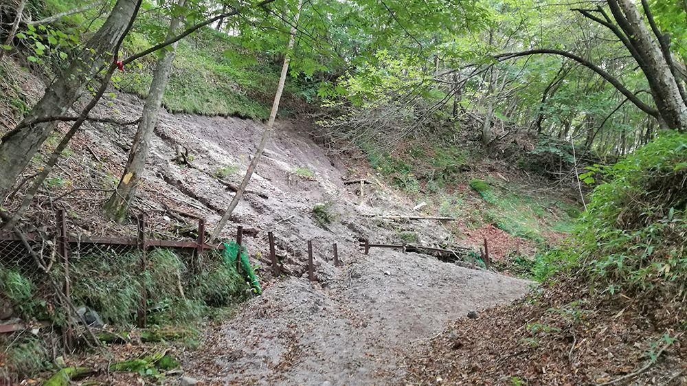 長七郎山登山道の土砂崩れ