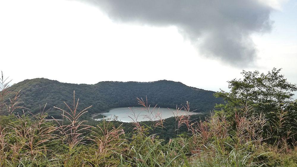 地蔵岳の遊歩道から見る小沼