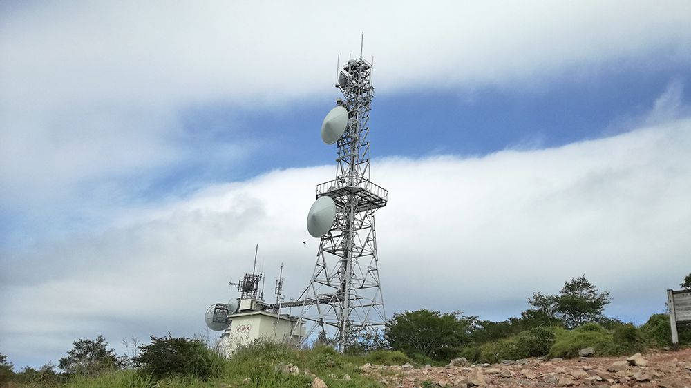 地蔵岳山頂にある電波塔