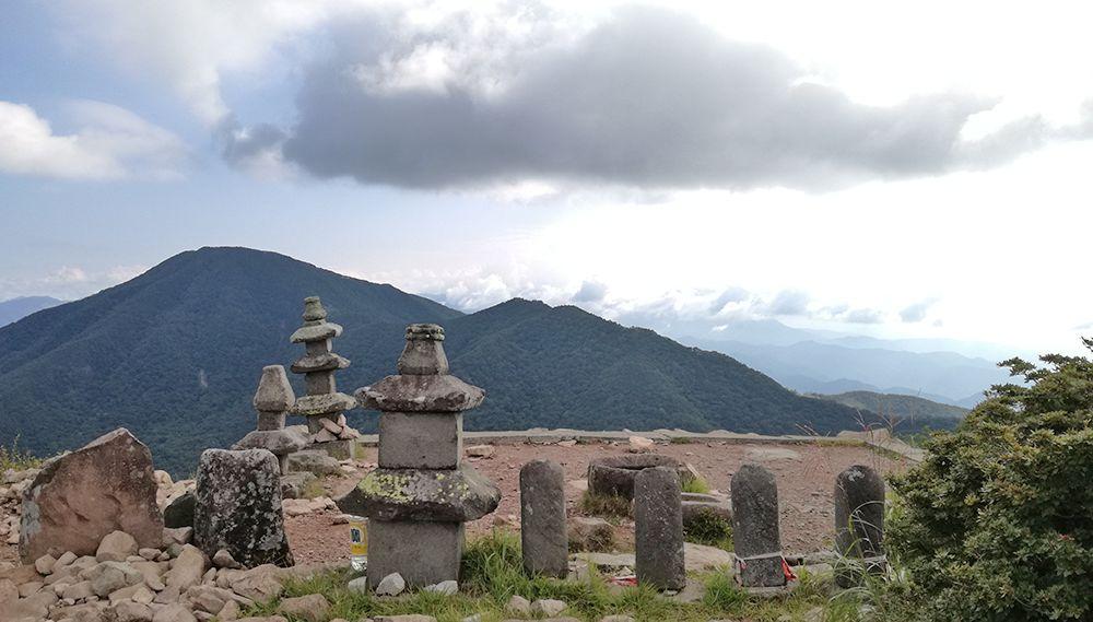 地蔵岳山頂の石碑