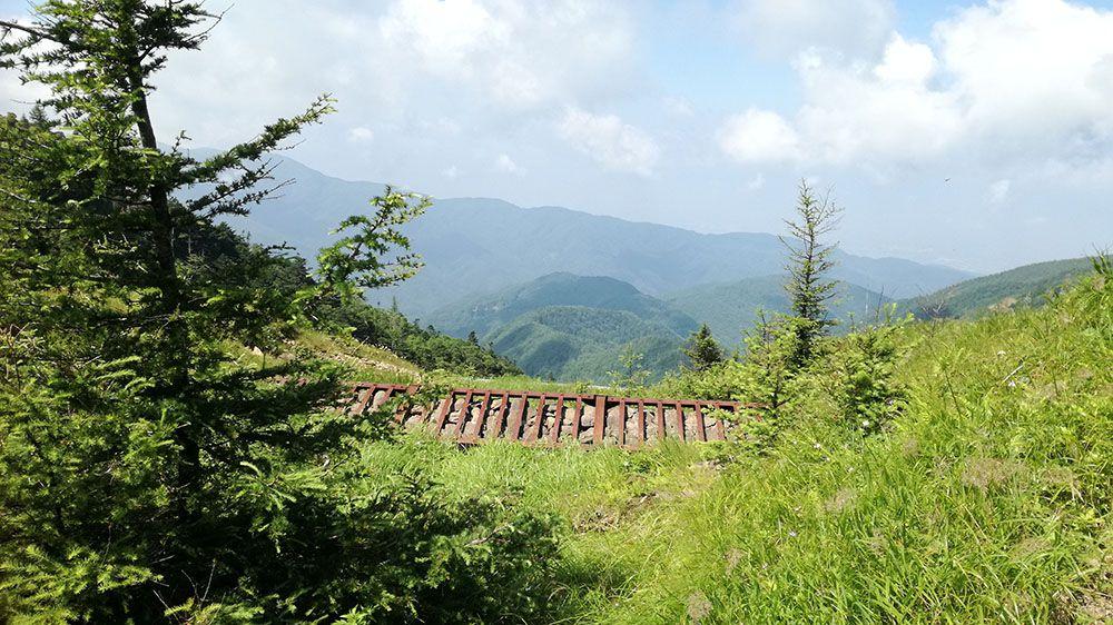 美ヶ原高原の遊歩道にある人工物