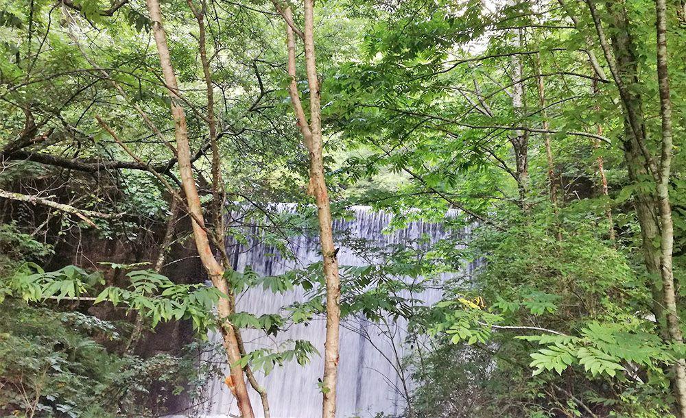 美ヶ原高原へ向かう途中にある滝