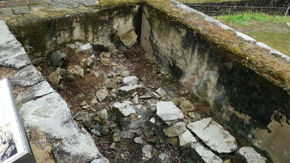 金山城跡の土塁石垣