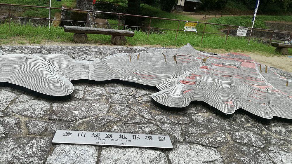 金山城跡の南曲輪休憩所にある金山城跡地形模型