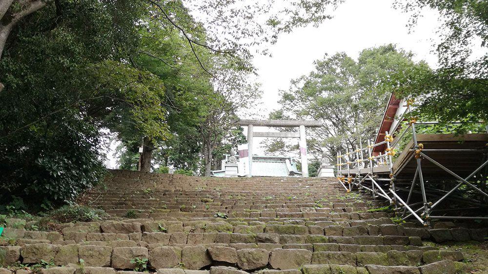 金山城跡の新田神社の石階段