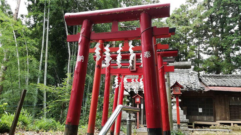 金山城跡の梅若稲荷神社の鳥居